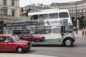 Un autobús de Londres envuelto en HEXIS Chrome Cast