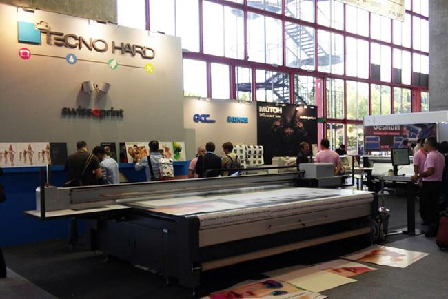 El stand de Tecnohard en C!Print Madrid resultó atractivo para todas las tecnologías