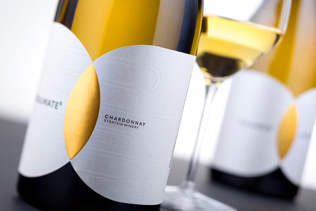 El vino SOULMATEs utiliza Manter Constellation Jade Raster para su etiqueta