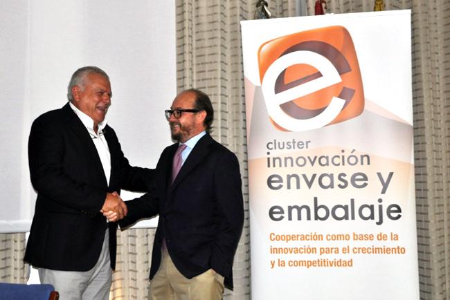 Francisco Ortega cede el testigo de la presidencia del Clúster de Envase y Embalaje a José Orbe