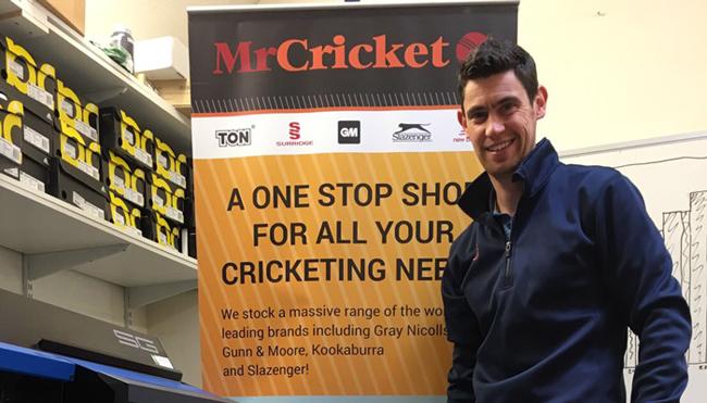 Atrapa a la impresora/cortadora Roland TrueVIS SG-300 de Mr Cricket