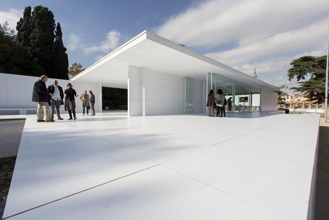 """3M """"viste"""" de blanco la Fundación Mies van der Rohe de Barcelona"""