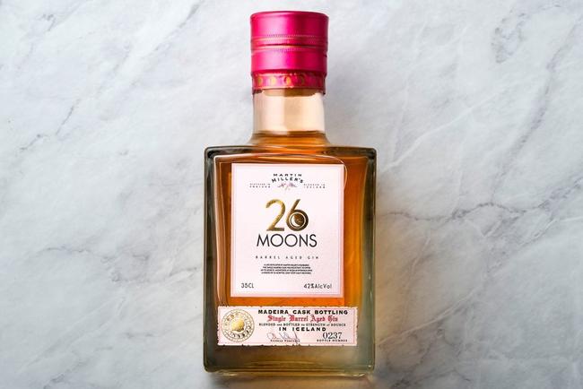 """""""26Moons""""de Martin Miller's etiquetada con Manter Cotone Bianco"""