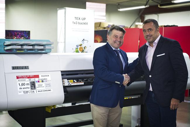 FUJIFILM apuesta por Poster & Panel para ofrecer soluciones de impresión digital plana y de bobina en pequeño y mediano formato