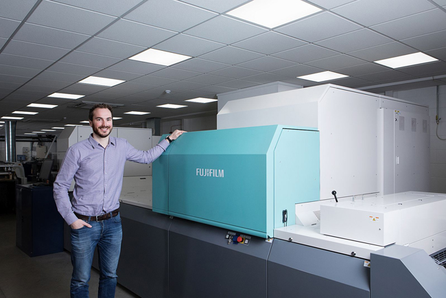 La inversión en la Jet Press 720S impulsa la producción de tarjetas de visita en Bluetree Group