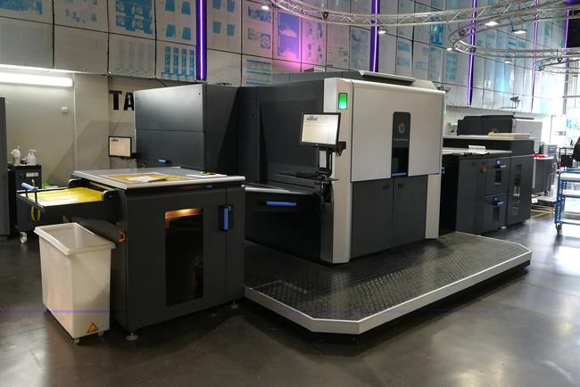 Copysell apuesta por la innovacion con la instalación de la prensa digital HP Indigo 10000 adaptada a la HP Indigo 12000