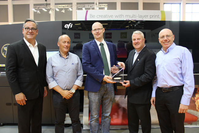 EFI vende su VUTEk 3r/5r número 100 a Dacar Digital Printing, que aumenta así la productividad para atender a su creciente lista de clientes