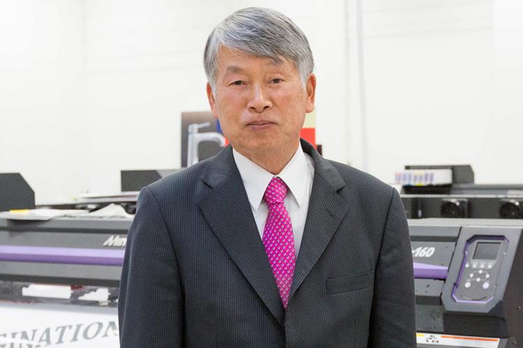 Sakae Sagane, Presidente de Mimaki Europe, dice adiós