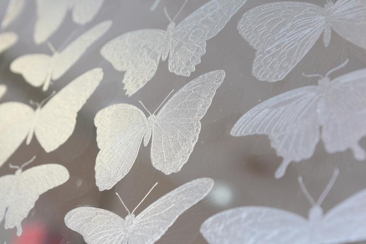 Nueva tinta transparente mejora la versatilidad de la premiada serie UCJV300 de Mimaki