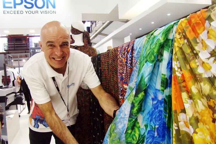 Epson convierte su stand de C!Print Madrid en una tienda de moda para mostrar las diversas soluciones de sus productos