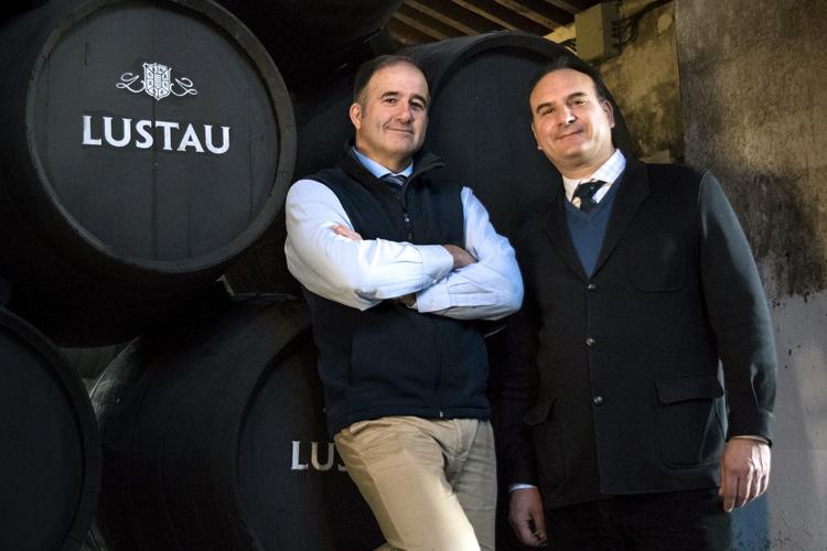 El Grupo Caballero brinda por el éxito de su inversión en la impresora láser de la Serie D para la codificación de sus botellas de vino