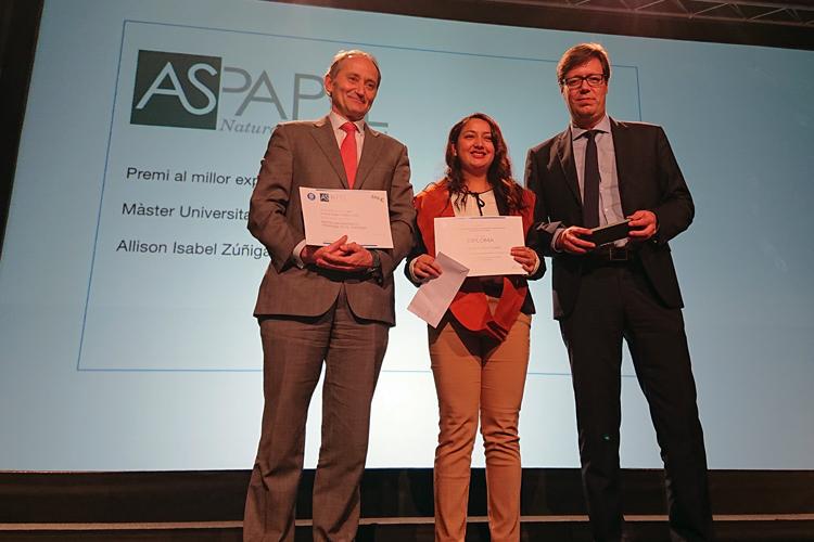 Una ingeniera, premio al mejor expediente del Máster de ingenieria textil y papelera patrocinado por ASPAPEL