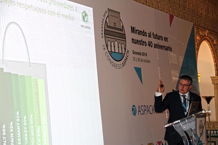 """Tony Hitchin, director de ProCarton: """"El 77 por ciento de los consumidores europeos pagaría más por un envase respetuoso con el medio ambiente"""""""