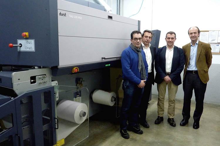 El Grupo Printeos impulsa la digitalización con la Tau 330 RSC
