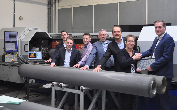 Pronexos and Apex International join forces for the supply of advanced carbon fibre rollers