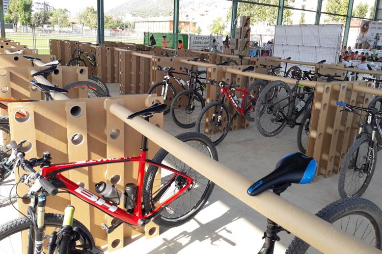 Alpesa creará un parking efímero con palets de cartón 100% reciclado para 400 bicicletas