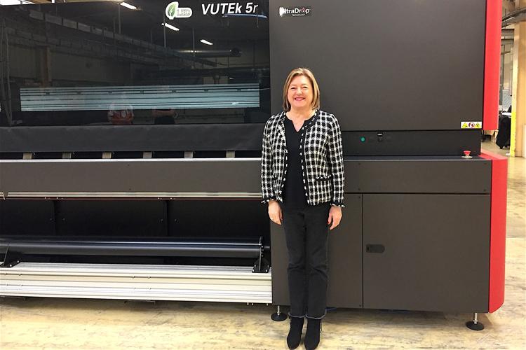 BS2i elige la impresora EFI VUTEk 5r+ LED para ofrecer a sus clientes gráficos de la mayor calidad con una tecnología superior