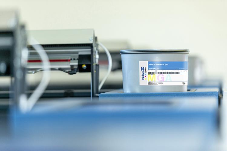 hubergroup lanza una tinta universal en materia de cumplimiento para envases alimentarios de cartón