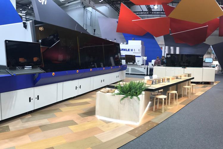 EFI se asocia con Bürkle para la comercialización de soluciones de decoración digital en madera con EFI Cubik