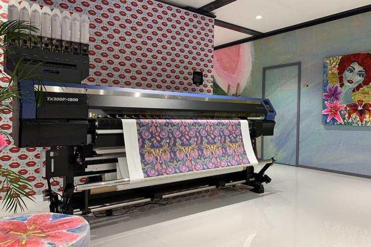 Mimaki presenta en ITMA 2019 la impresora híbrida de la serie TX300P, poniendo de relieve la accesibilidad a la impresión digital textil