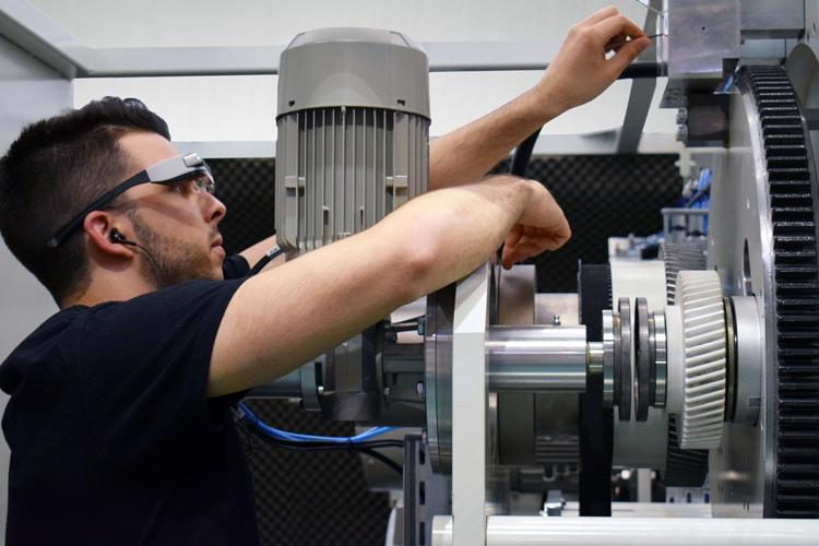 Comexi Smart Glasses, la asistencia remota que ayuda a reducir la inactividad de máquina